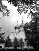 28 Церковь на фоне листвы